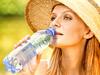 Nenoste kůži na trh, noste láhev s vodou